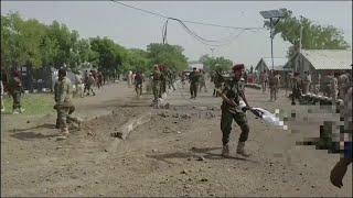 شاهد اللحظات الأولى لما بعد الهجوم الحوثي بصاروخ باليستي على معسكر الجلاء بعدن
