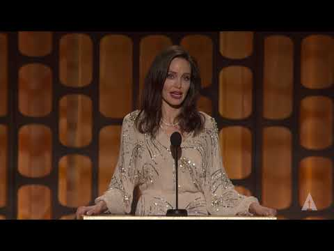 Angelina Jolie honors Agnès Varda at the 2017 Governors Awards