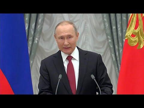 Путин в преддверии Дня науки вручил премии за 2019 год молодым ученым