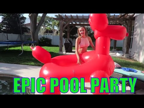 🐬 GIANT INFLATABLE EPIC POOL PARTY!!🐬