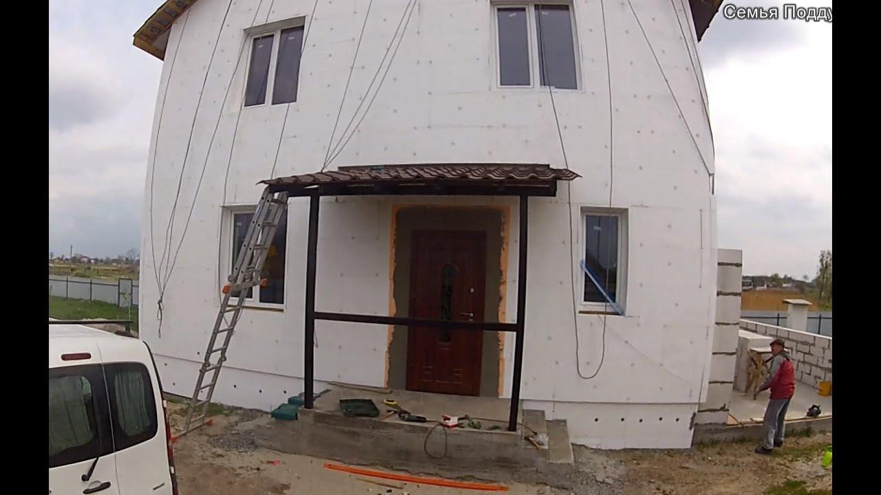 Длинный козырек над крыльцом, над входом, длинный навес к стене .