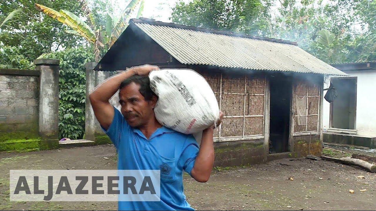 Bali volcano: Evacuees eager to return despite eruption danger
