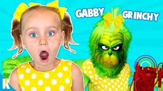 GABBY GABBY plays GRINCHY GRINCHY at Grinch Master's House! KIDCITY