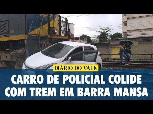 Carro de policial colide com trem em Barra Mansa