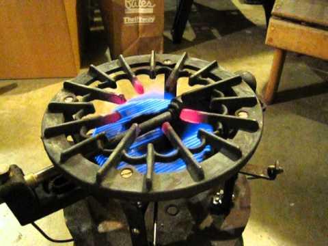 Gas Gauge Not Working >> Coleman Handy Gas Plant 575 single burner stove - YouTube