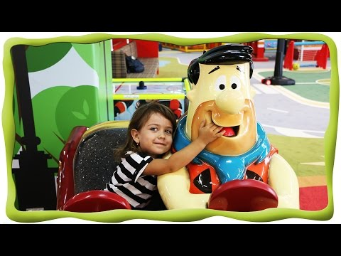 Детский Развлекательный центр TbiliKids , бассейн с шариками, горки, в магазине, на машине, у врача