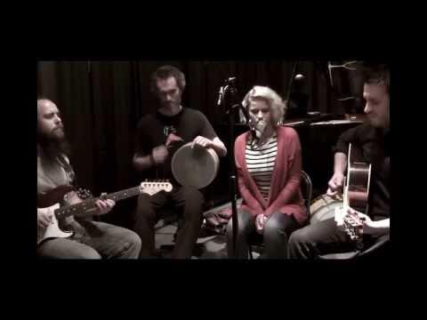 Hannah Gill - Left Hand Free (Alt-J Cover)