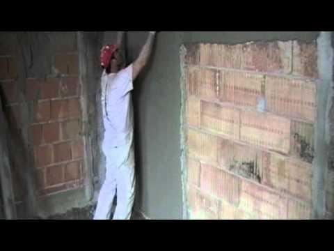 Lavorazione intonaco ciarlitto marcangelo youtube - Come rivestire un muro interno ...