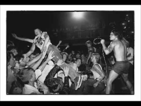 Black Flag - Live @ UJZ Kornstrasse, Hannover, West Germany, 2/13/83