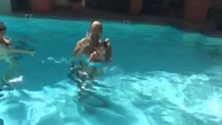 ロサンゼルスで 泳ぎマスター.