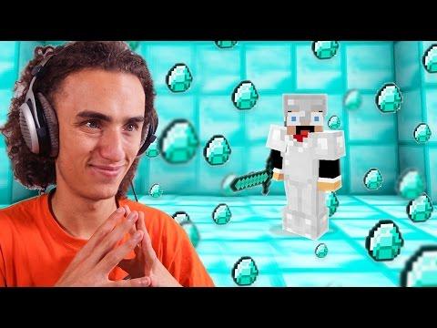 WORLDS BIGGEST DIAMOND FIND EVER! (Minecraft #1)