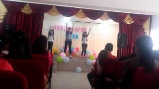 Танец 9Б под песню Justin Bieber