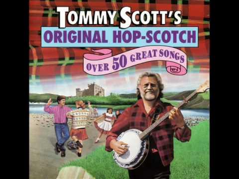 """The Toorie On His Bonnet"" - Scottish Céilídh Party Sing-a-Long"
