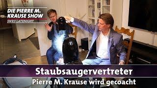 Pierre M. Krause wird gecoacht – Staubsaugervertreter