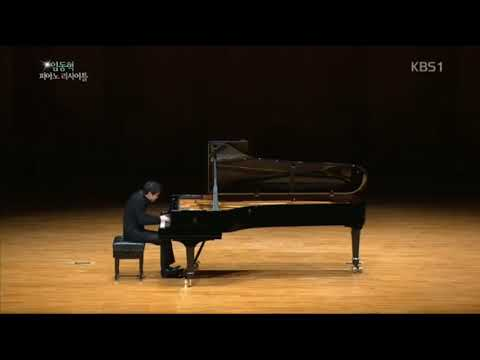 Beethoven Moonlight Sonata 3rd Movement played by 24 pianists
