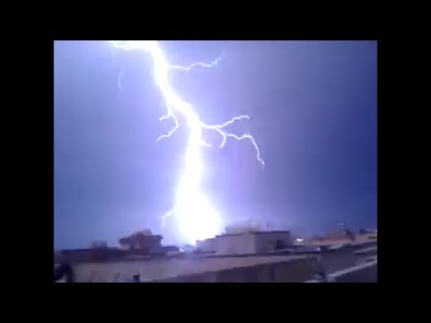 البرق يضرب بشكل مخيف وصوت الرعد قوي وقوة الامطار بدولة العراق لهذد اليوم 2 11 2013 Youtube