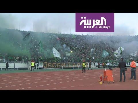 جماهير الرجاء المغربي تتضامن مع مشجع مصاب بالسرطان