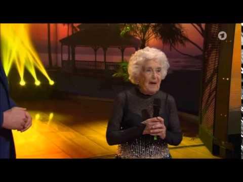 80-jährige rockt die Tanzfläche!