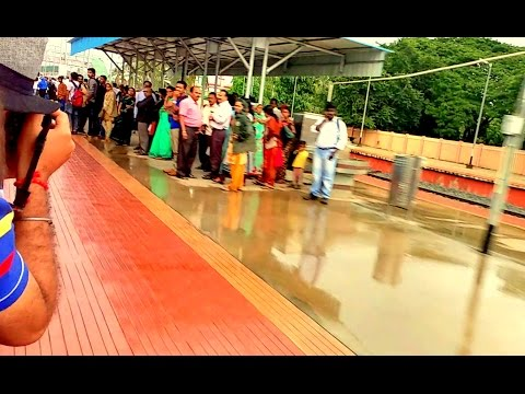 [IRI] Gol Gumbaz Arriving Ramanagaram Station in Stye with Great Speed