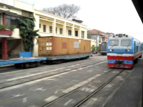 [14/1/2011] D9E-208 kéo PT4 thông qua ga Sóng Thần