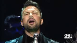 Altın Kelebek'te Mega Star Tarkan'dan mükemmel Türk Sanat Müziği yorumu