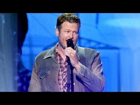 iHeartRadio Music Awards 2014 -- Blake Shelton Performs Country Hit 'Doin' What She Likes'