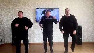 Шатунов нервно курит за углом  Супер мужики