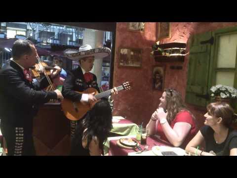 Restaurante mexicano Cantina mariachi Barcelona con mariachis en vivo en Barcelona