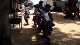 Прикол отпадный  Танец африканцев под песню Ромашка группы Белый день