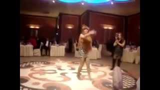 азербайджанская девушка зажигает танец mp4