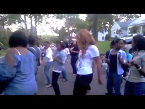 "Teach Me How To Wobble Beyonce Dances . They Taught Her how to wobble!! ""Teach Me How To Wobble"""