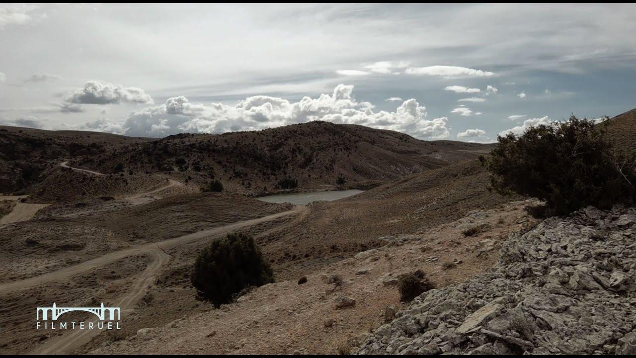 Laguna en zona desertica / Lagoon in desert area