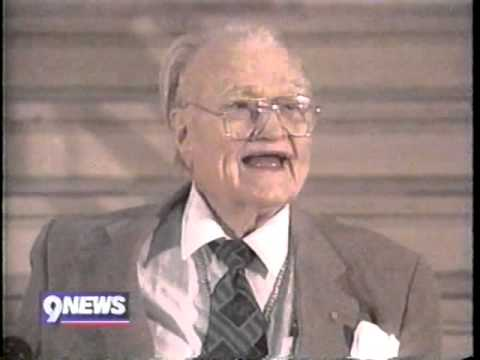 Red Skelton, aged 84, Died today in Rancho Mirage, California - YouTube