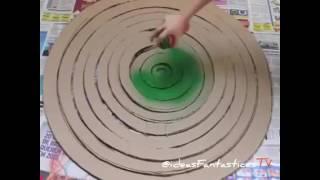 Árbol navideño con material reciclado - Cartón
