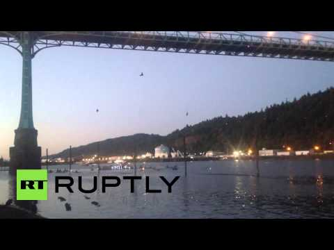 USA: Anti-Shell activists hang from bridge in Arctic drill protest