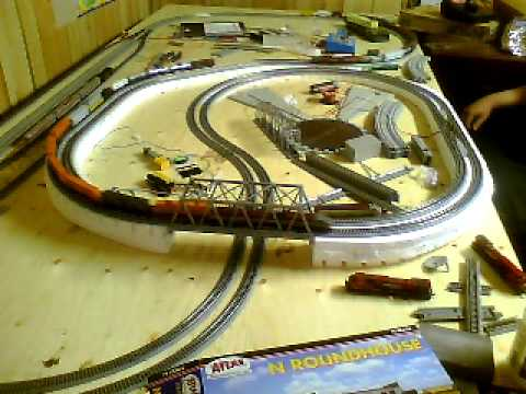 Second main line compleate 4×8 n scale 3 trains running