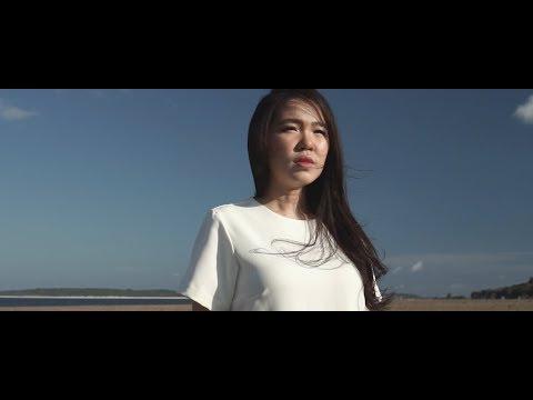 Kau Cukup Bagiku (Official Music Video) - Maria Shandi