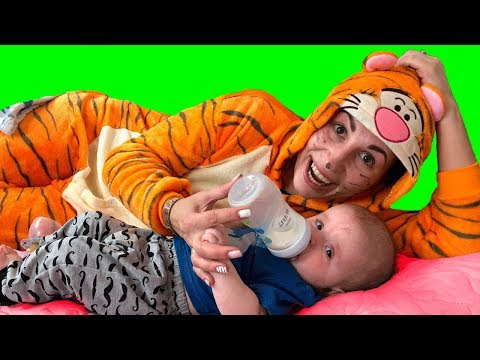 Learn colors with BABY ANDREW  and color balloons with My FAMILY