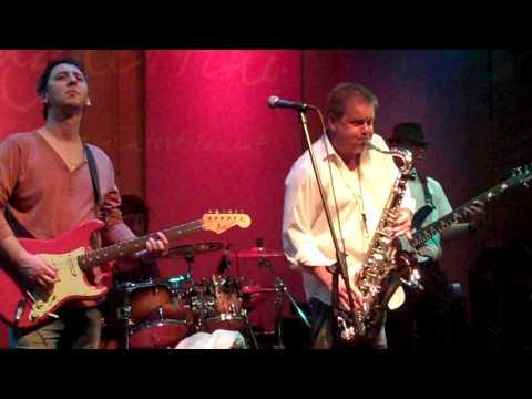 Euge Groove and GeneOCole perform Georgia live at Spaghettini