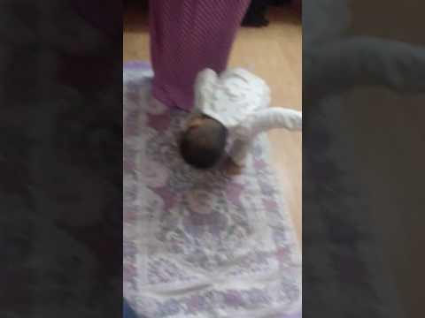 Fariz ganggu emaknya sholat 😂