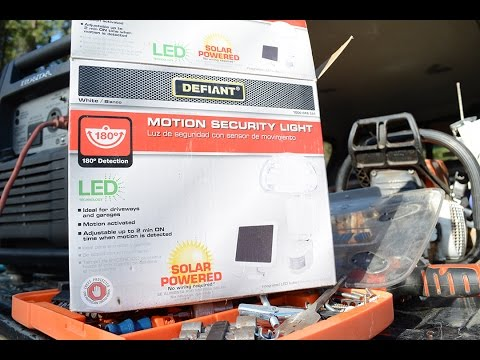 Defiant Outdoor Solar Powered LED Motion Security Lights Unboxing