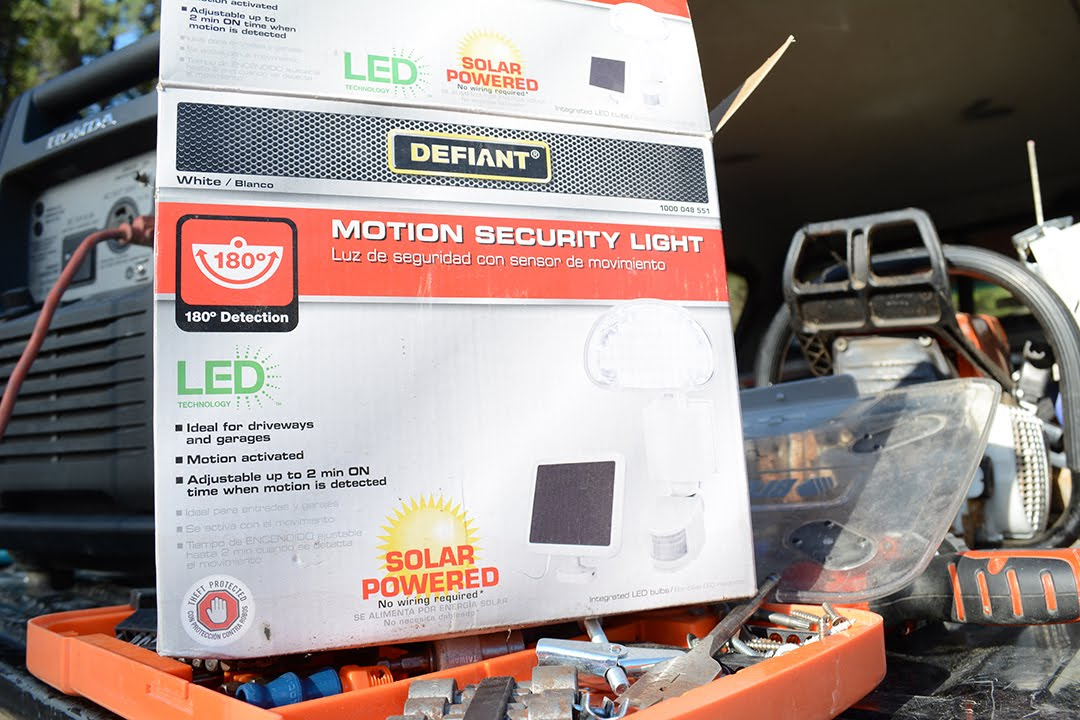 Defiant outdoor solar powered led motion security lights unboxing defiant outdoor solar powered led motion security lights unboxing audiocablefo