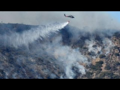 Battle rages to contain Thomas wildfire in California