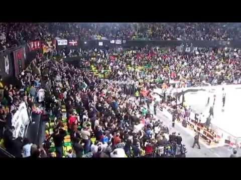 Pasillo Del Madrid Al Bilbao Basket Y Regreso A La Cancha