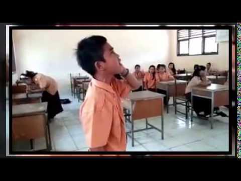 Subhanallah !! Suara Adzan Anak SMP ini Membuat Merinding, Seperti adzan di Masjidil Haram