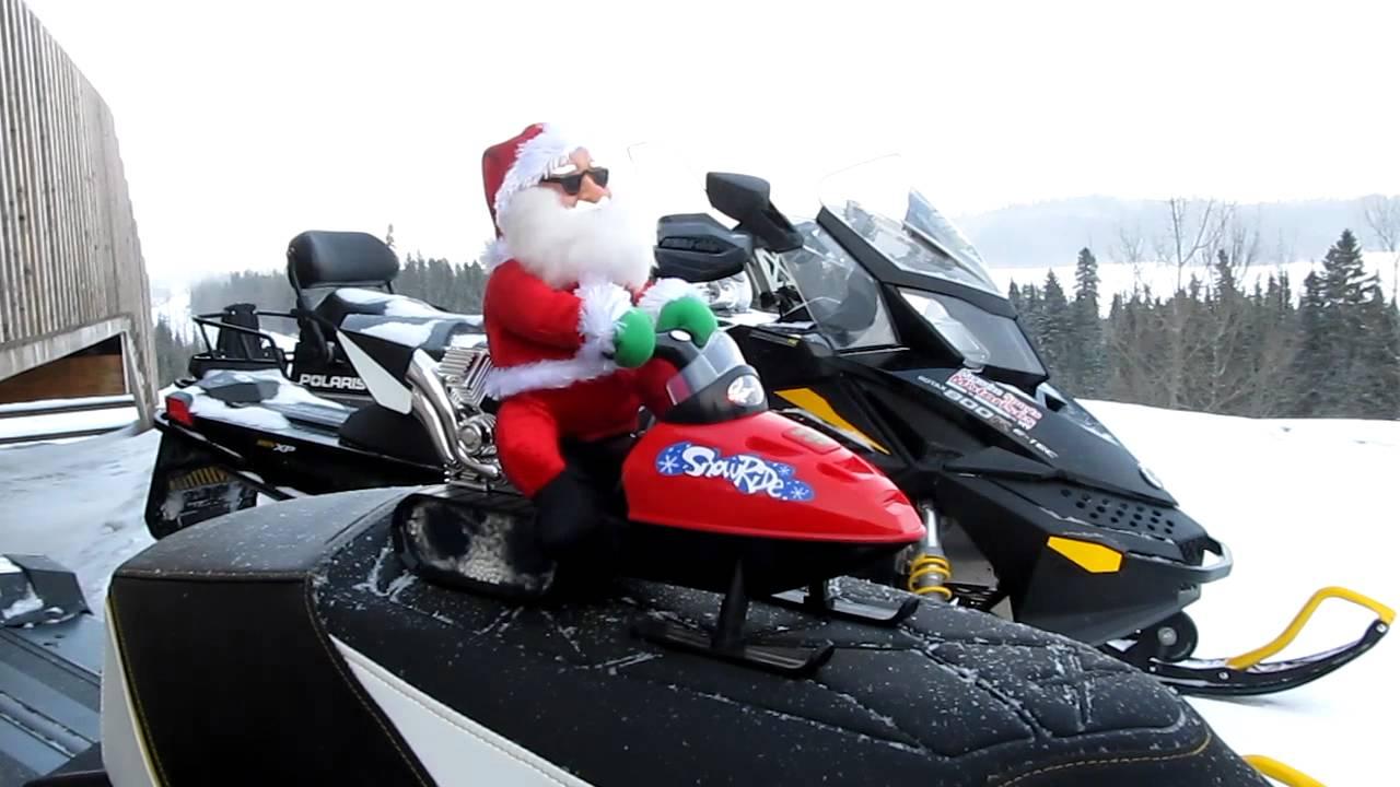 Image Pere Noel En Ski.Le Pere Noel En Motoneige Santa Claus On A Snowmobile