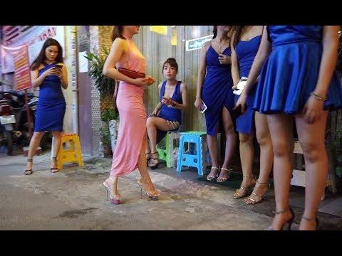 Walking around Massage Street in Saigon(Hochiminh), Vietnam 2019 April, Can I use credit card?