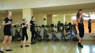 Уроки современного танца в школе моделей Академии стиля NikA