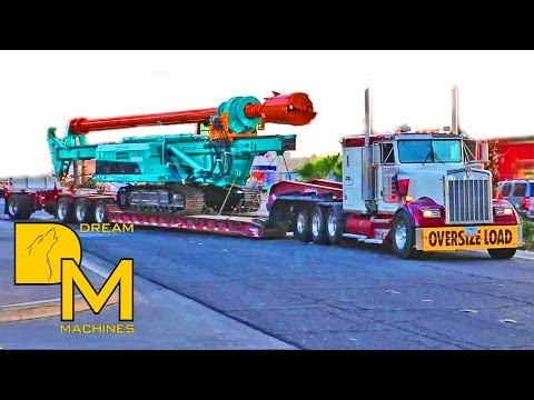 HEAVY HAULAGE TRUCKS LEAVING CONEXPO LAS VEGAS / BIG CLEANOUT AT CONVENTION CENTER #9