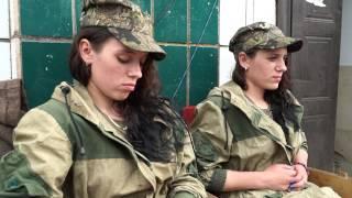 Близнецы Катя и Аня на южном фронте ДНР // DPR girls-twins at the frontline ©AFP